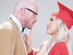 Stunning graduate gets intensity-plumbed by her omnibus