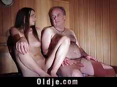 Oldguy has a dealings adventure with dramatize expunge girl he meets in sauna