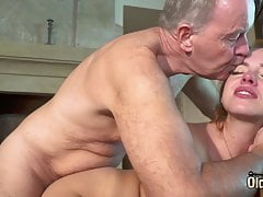 Young hot girl loves prevalent get some cock with the addition of cumshot