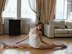 Slender ballerina Milla Lukoshkina shows off yummy muff together with does the splits