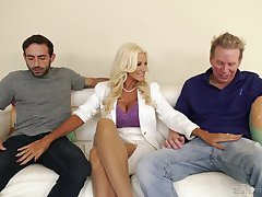 Slutty comme �a wife Brittany Andrews needs two cocks to tickle her