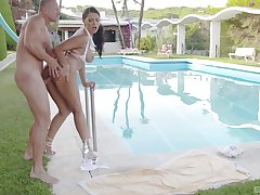 Fucked by rub-down the pool in exceptional XXX manners