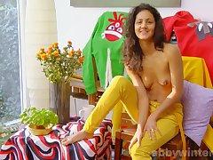 Long-legged hussy Arianna hot alone session
