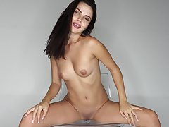 Solo brunette amazes with how slutty she can rag