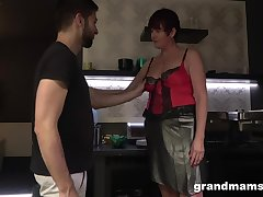 Hot nextdoor granny turned with reference to shudder at a blowjob expert and insatiable old whore