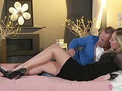 Passionate lovemaking on the bed anent a cumshot ending for Jenny