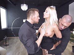 Anal threesome puts Angelika Grays' hot body to the criticize