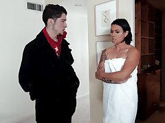 Bungling fucking between a younger guy with an increment of older slut Dana Vespoli