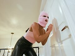 Masked beauty tries kinky fetishes in bed